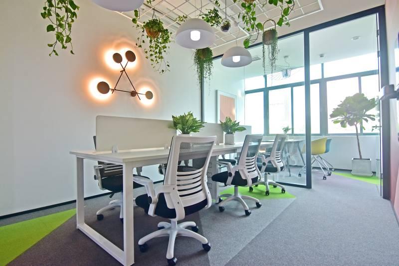 2020创业租办公室,选写字楼还是联合办公?