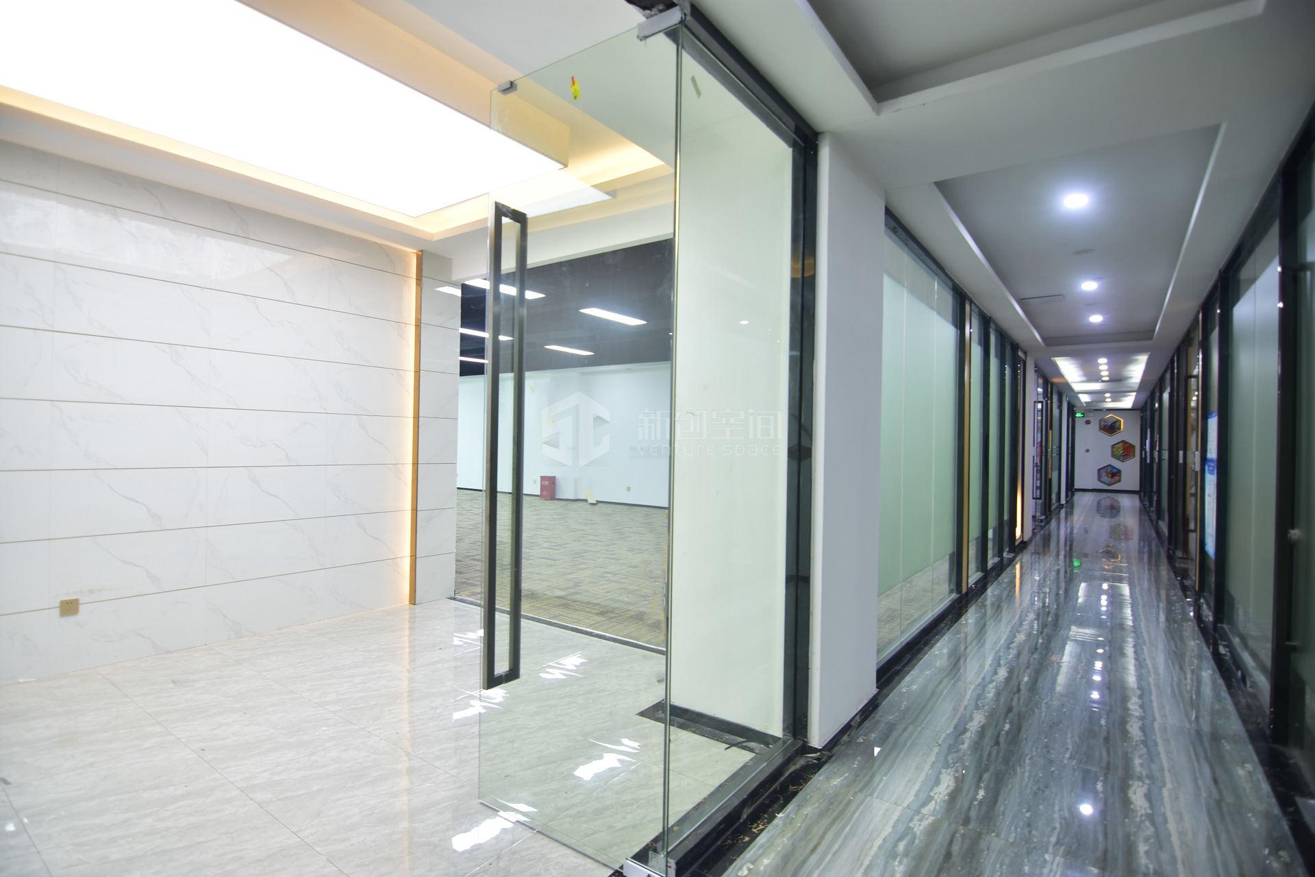 南山云谷创新产业园-南风楼565m²办公室出租28250元/月