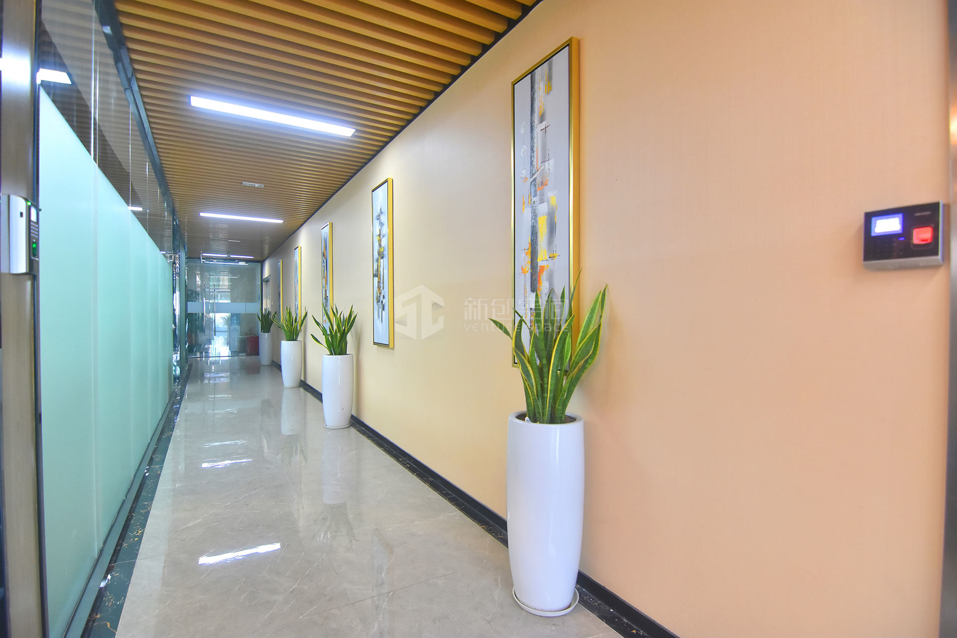 深圳虚拟大学园111㎡精装办公室出租7215元/月