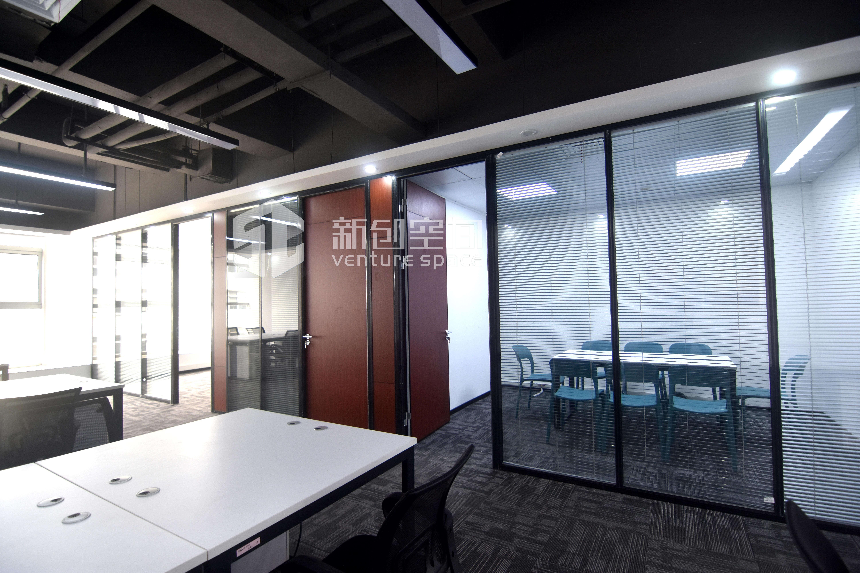 德维森大厦246m²办公室出租14760元/月