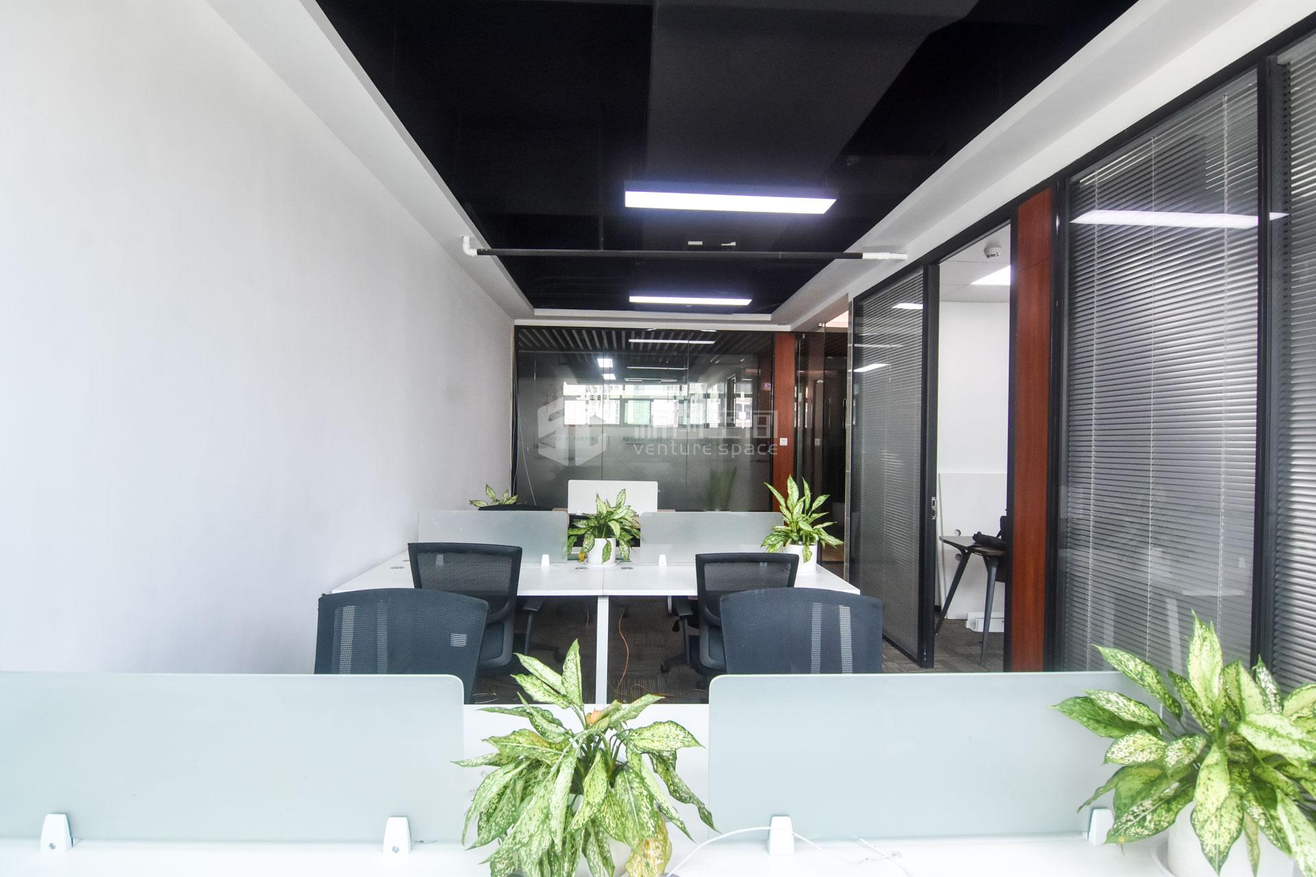 高新技术产业园102㎡精装办公室出租6630元/月
