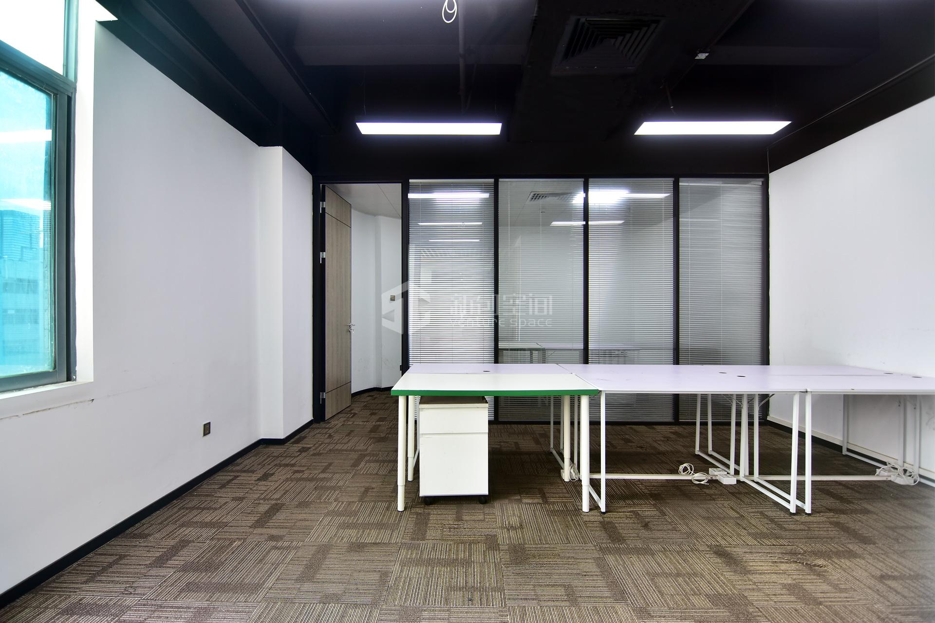 高新技术产业园120㎡精装办公室出租9000元/月