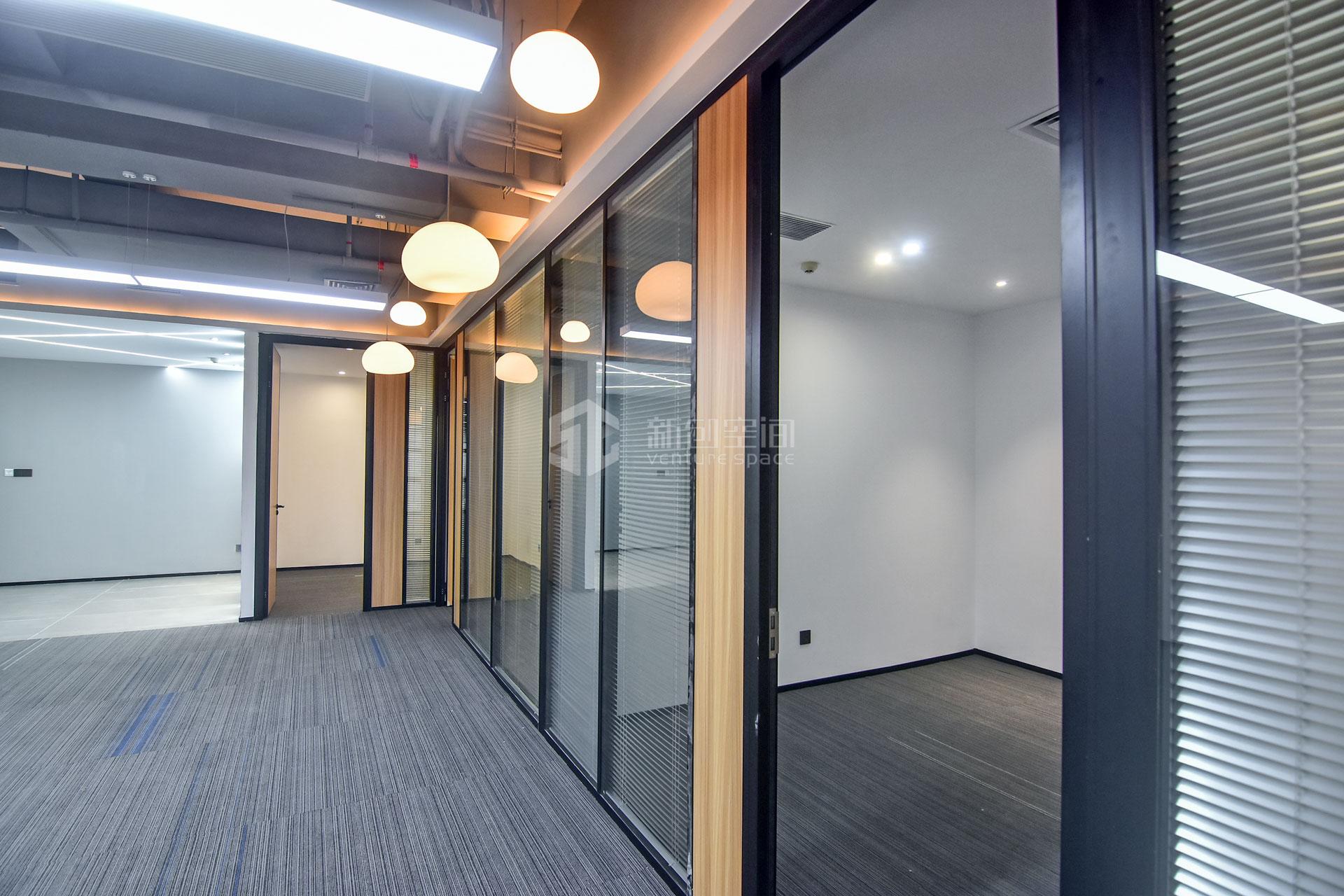 蘅芳科技大厦255m²办公室出租22440元/月